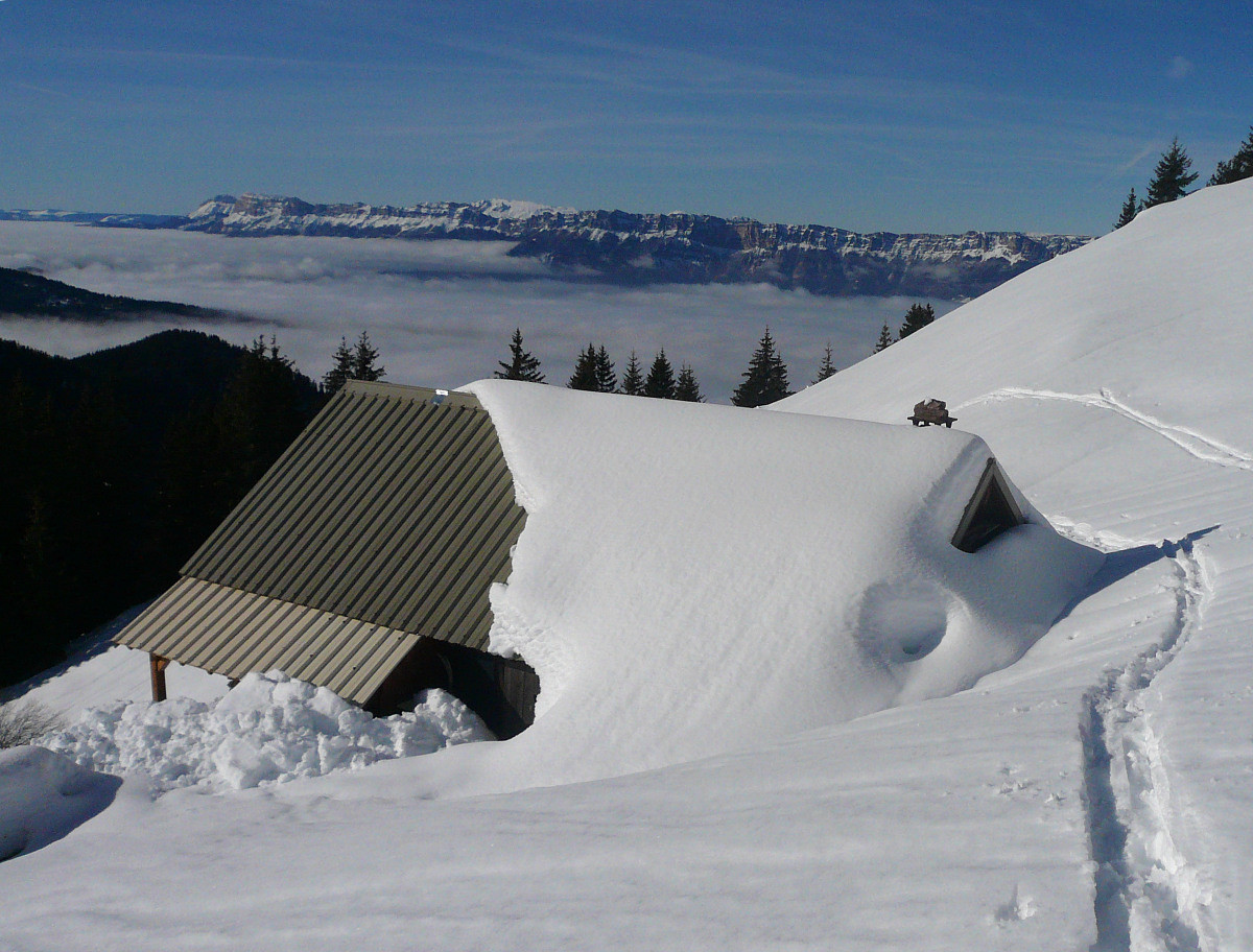Refuge de la Pierre du Carre sous la neige
