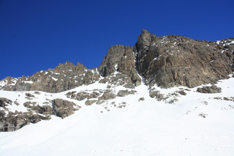 Arrivée sous le versant S de la Roche de la Gardette : l'objectif se dévoile