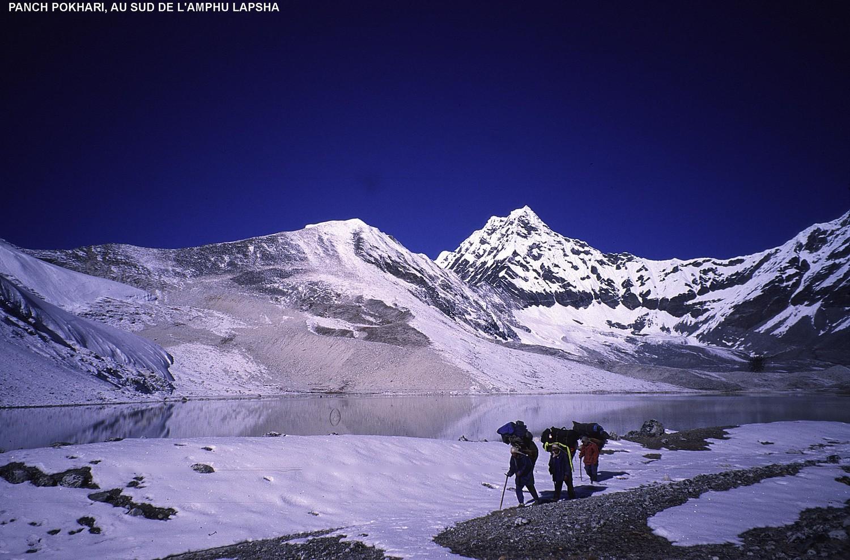 Panch Pokari (5400m), au sud de l'Amphu Lapsha