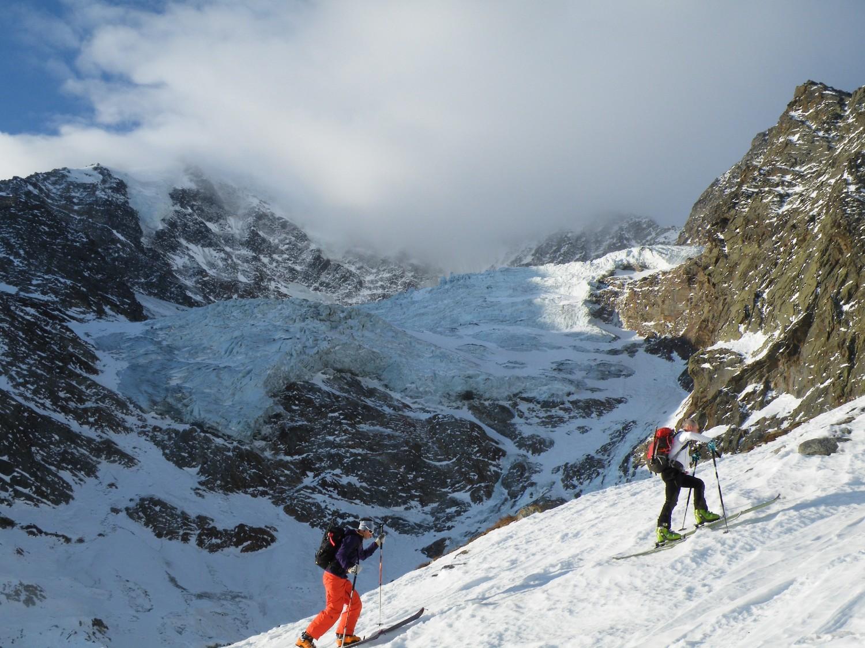 nuvole in arrivo e ghiacciaio desolante