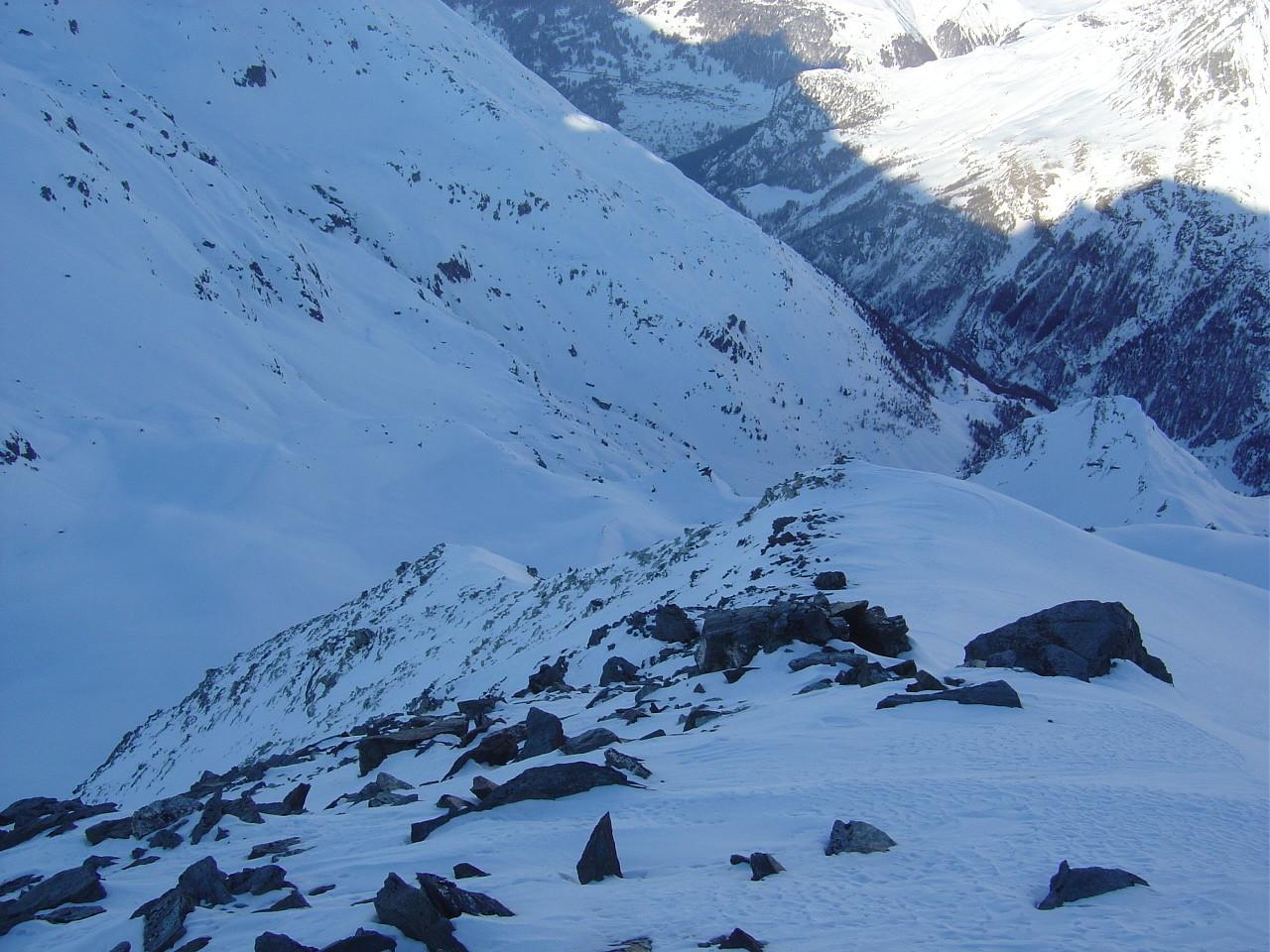 Départ de la ligne à gauche de la bosse neigeuse