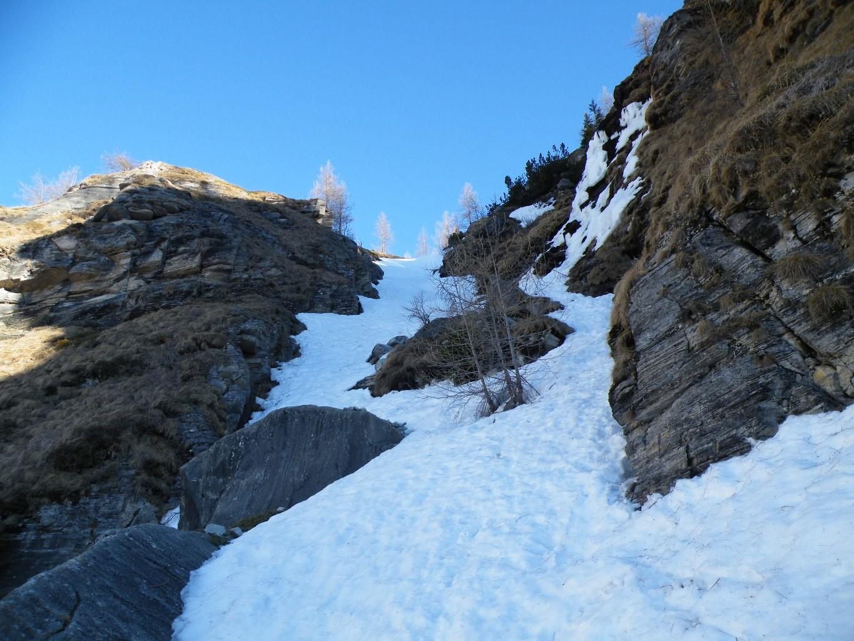 il ripido canale per arrivare all' alpeggio