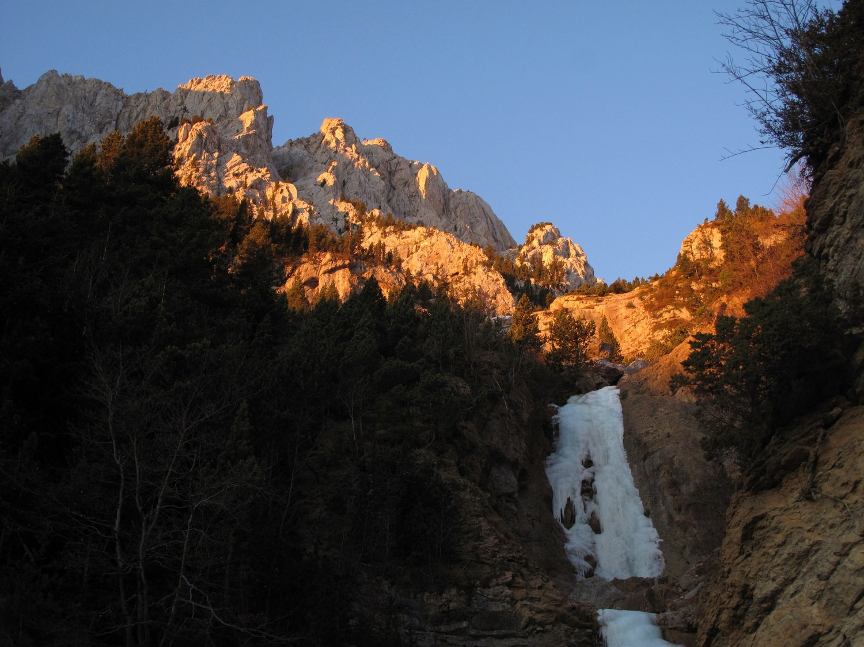 Cascade sous les parois de la Pedraforca