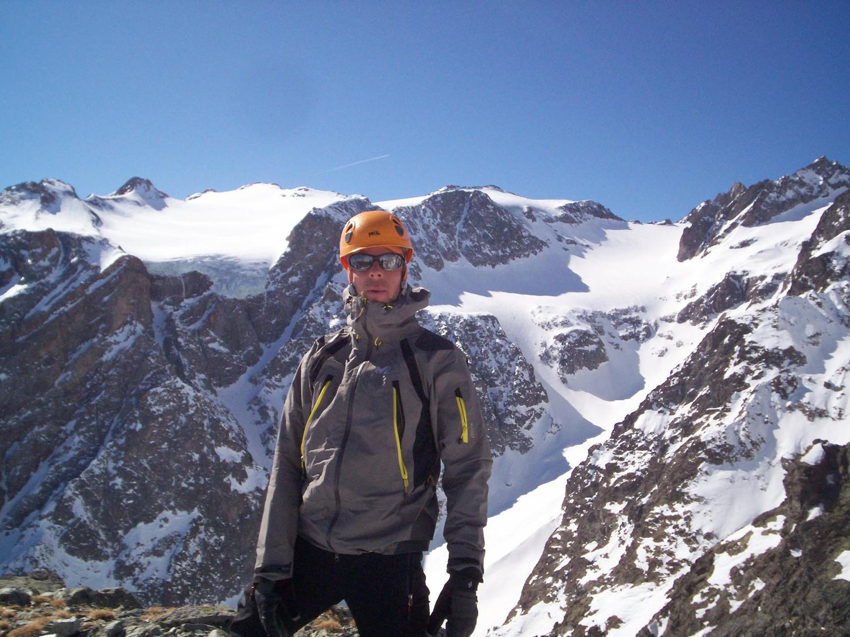 Au sommet avec vue sur la traversée des dômes du Monétier.