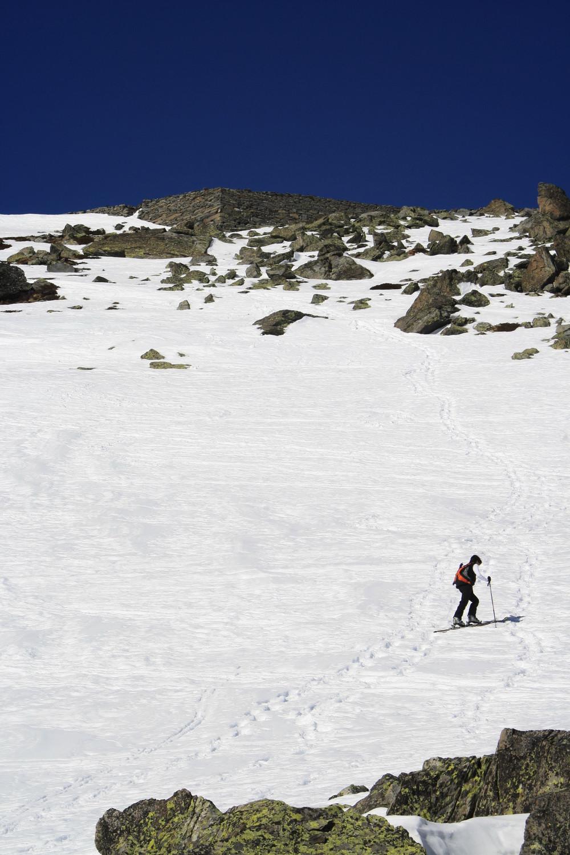 Le sommet est en vue pour Séverine, anciennes fortifications?