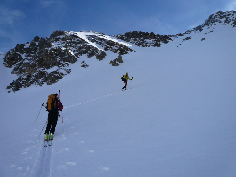 On s'échappe à gauche dans le versant NW du Vallorin.