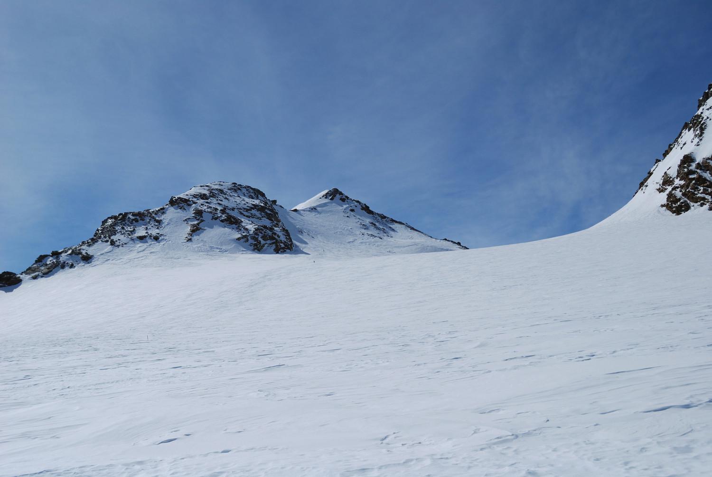 Il Monte Chateau Blanc 3408m dal ghiacciaio omonimo  da N