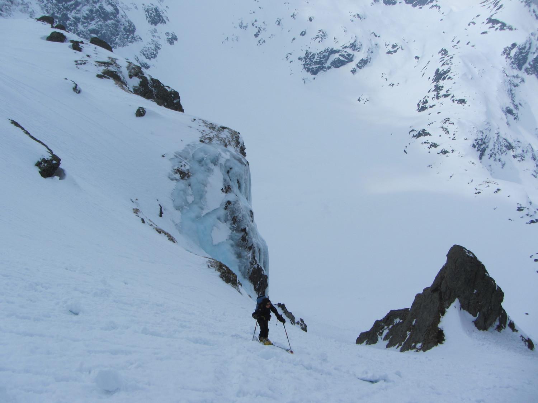 In uscita vicino la cascata di ghiaccio superando il gradino roccioso per l'accesso allo Steinchelen. Salendo al Rot Stock
