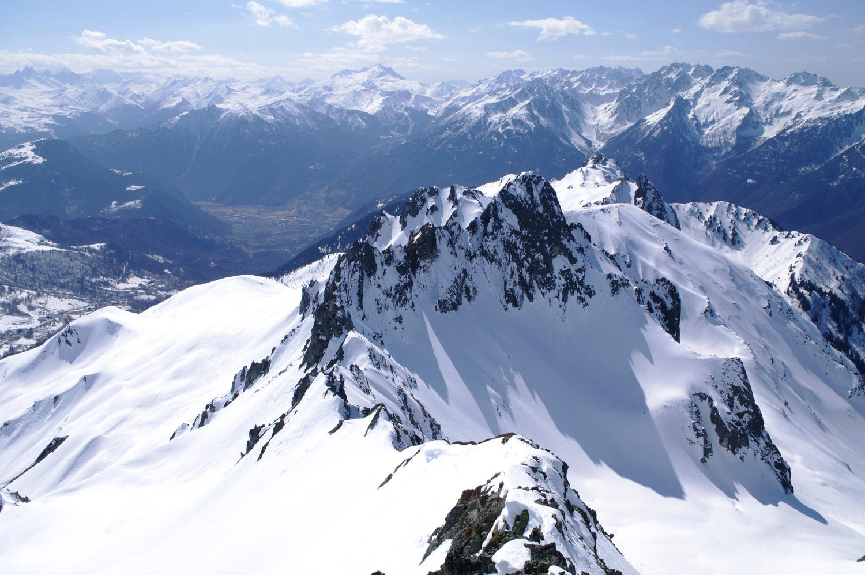 Vue du Rocher de Sarvatan, les crêtes de la journée