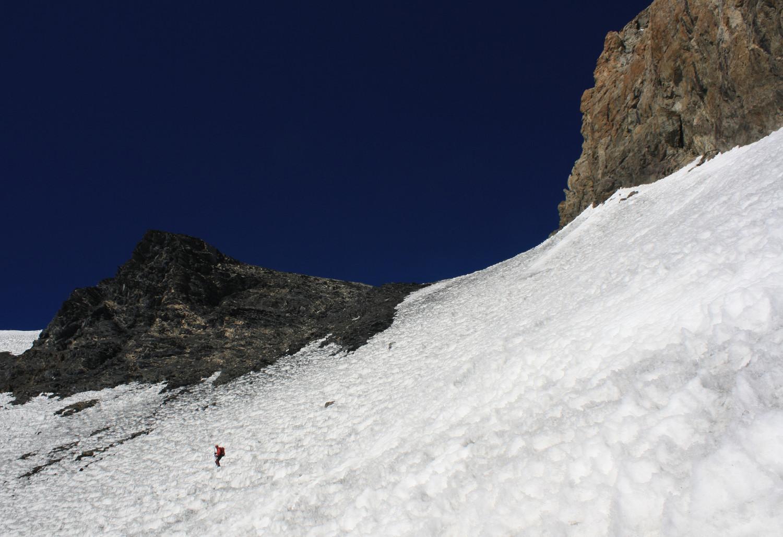 Les pentes juste en aval du Col de la Lauze sont sales, très abîmées, et difficilement skiables