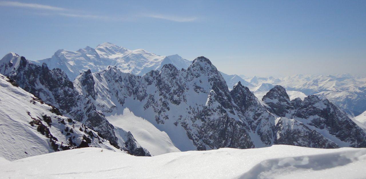 Mont Blanc tout au fond
