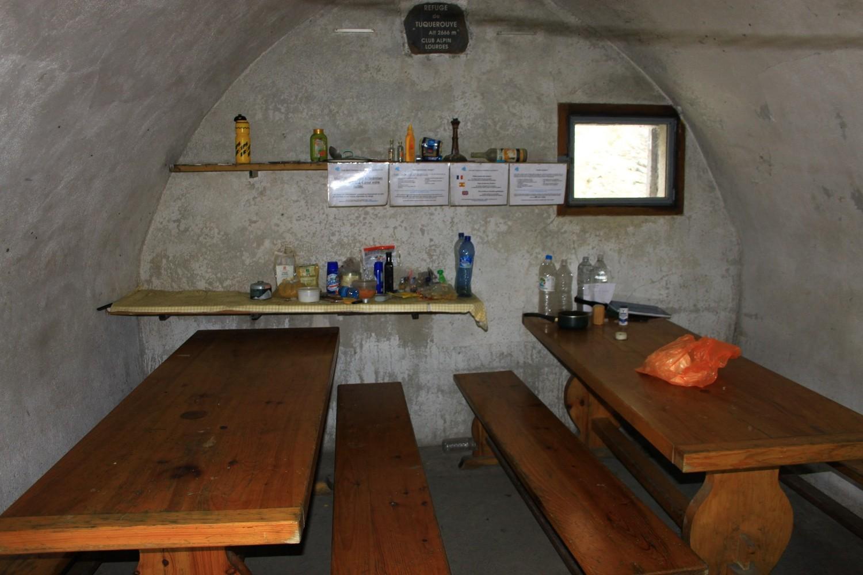 Refuge de tuquerouye salle manger for Salle a manger translation