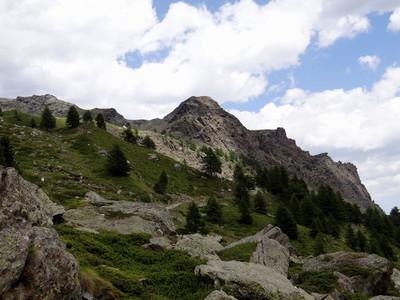 Bec de Raté : Le bec oriental avec ses voie d'escalade  est à l'extrémité droite