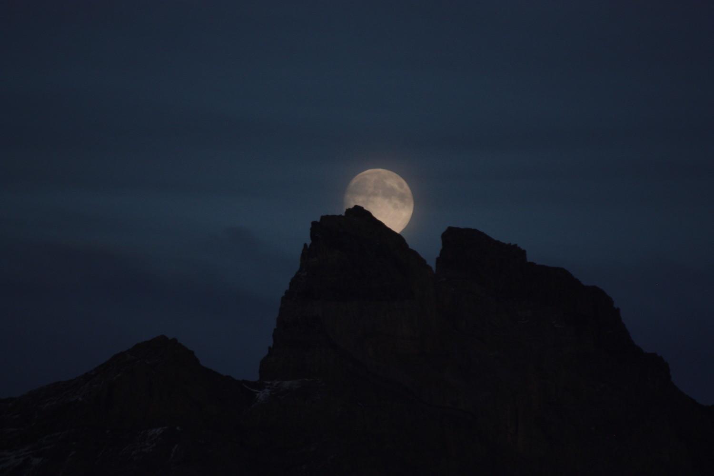 Lune sur la Petite dent de Morcles
