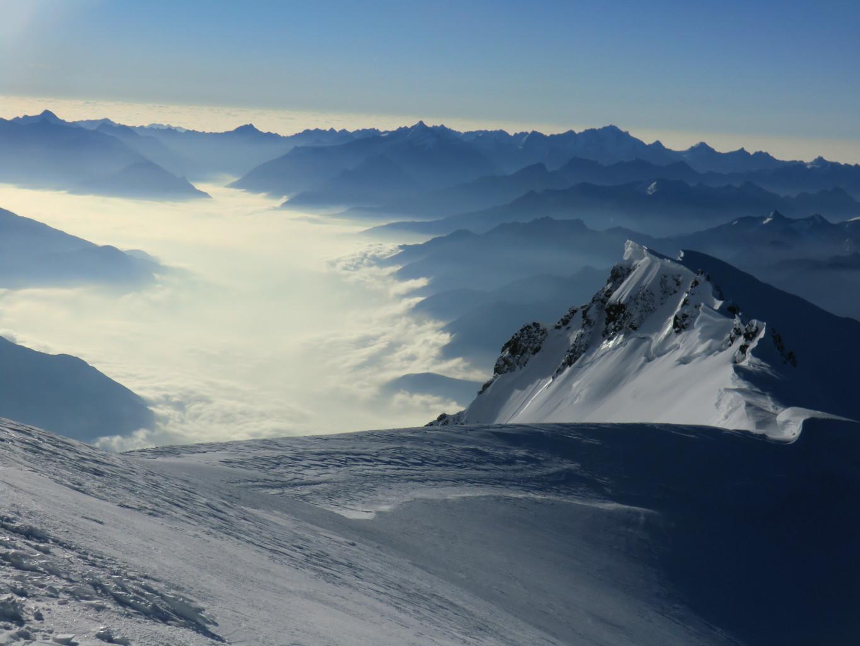 Mont Blanc vue coté Italie sous la mer de nuage