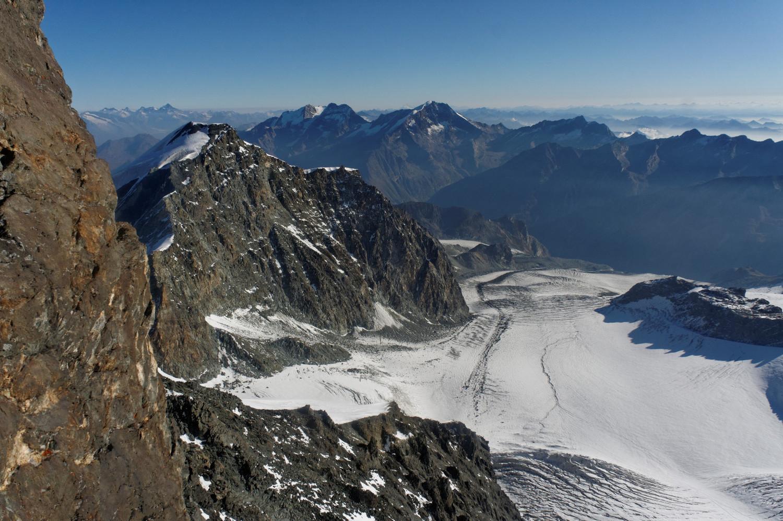 Le glacier que nous venons de traverer. Il faut rester rive gauche!
