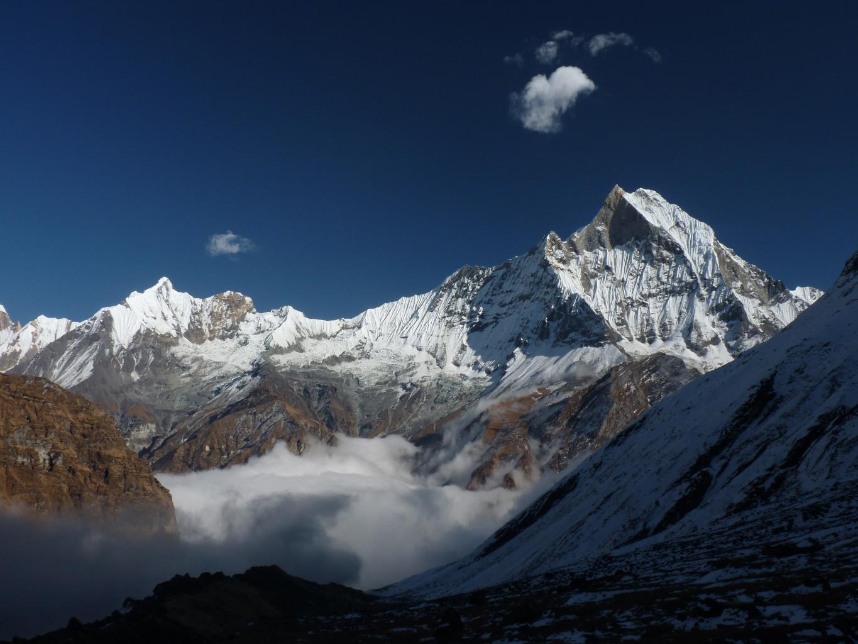 Nuages et Brumes sur le Macchapuchre depuis l'Annapurna Base Camp