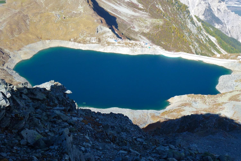 Lac barrage de l'Illsee au dessus de Chandolin.