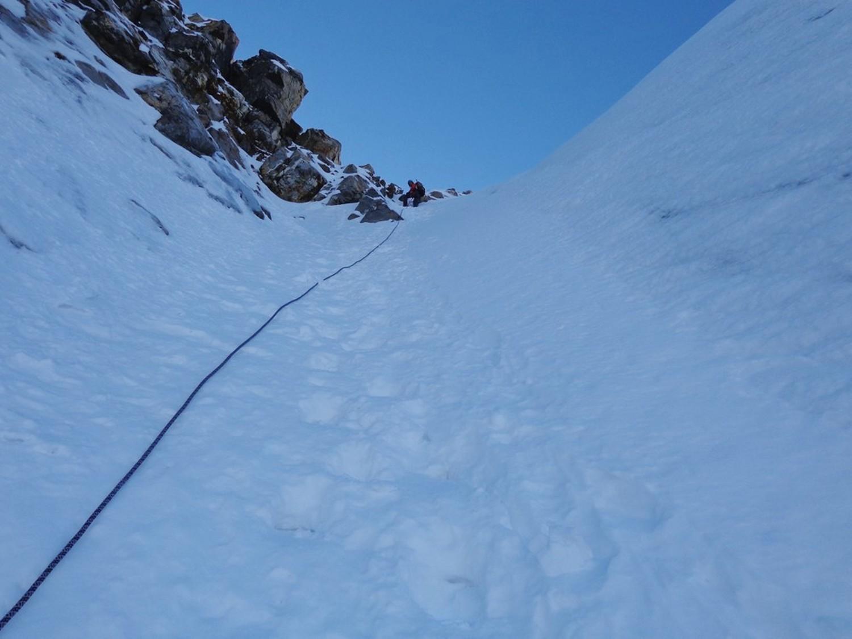 Il canale nevoso che aggira il III gendarme