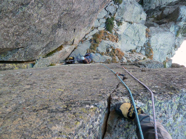 Vue sur le relais au pied du pas en 6b (Comida Para Puoños )