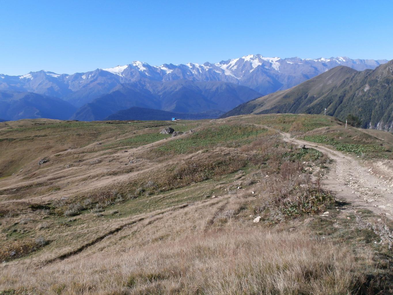 La chaîne de Svanétie, un sommet dépasse les 4000