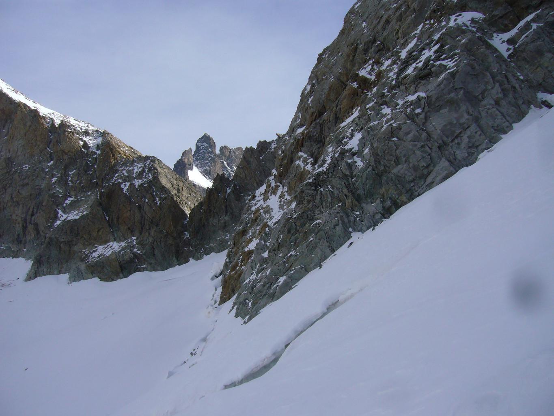 glacier carre et grand pic de la meije au-dessus de la brêche du râteau