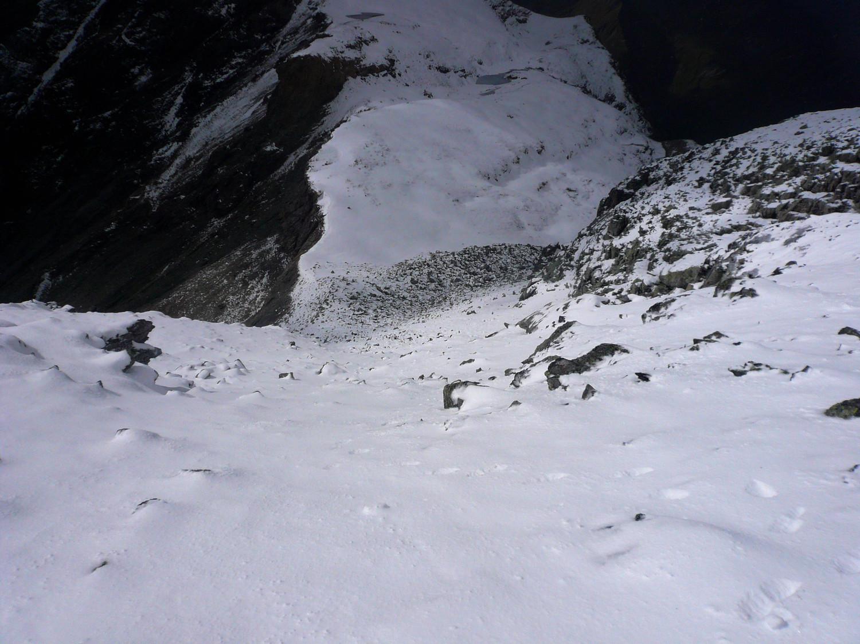 Pente de neige redressée entre les 2 brèches du Pizol (Préalpes de St Gall)