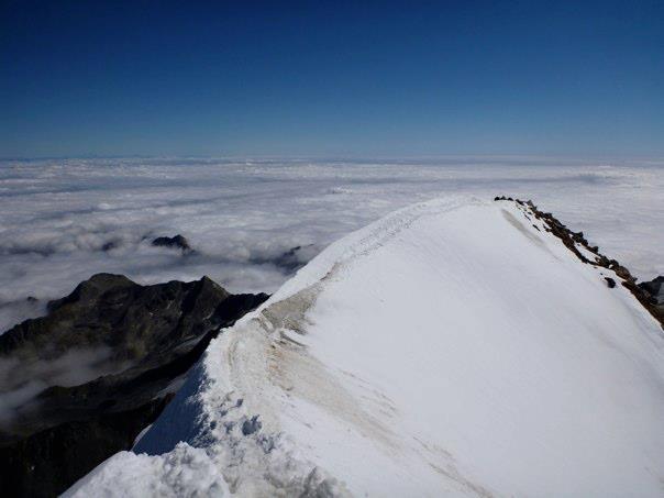 sommet mer de nuages en Italie