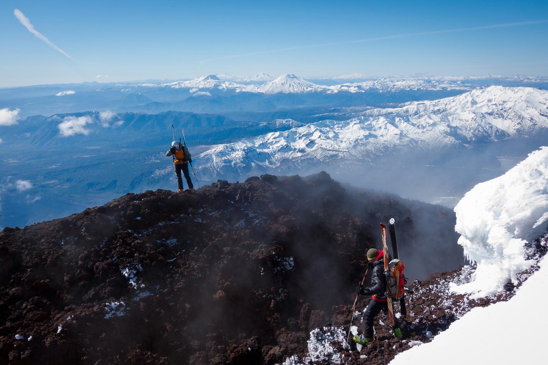Fumerolles au sommet du volcan Llaima (Chili)