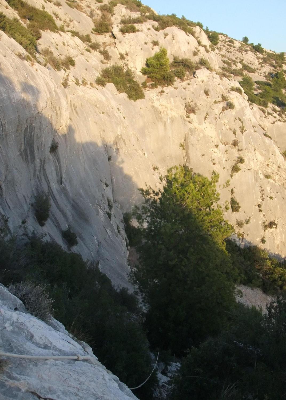 Royaume de Degun: le site vue depuis les cordes fixes en fin d'après midi