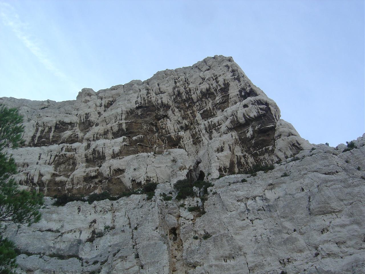Au pied de la face N du Rocher des Goudes