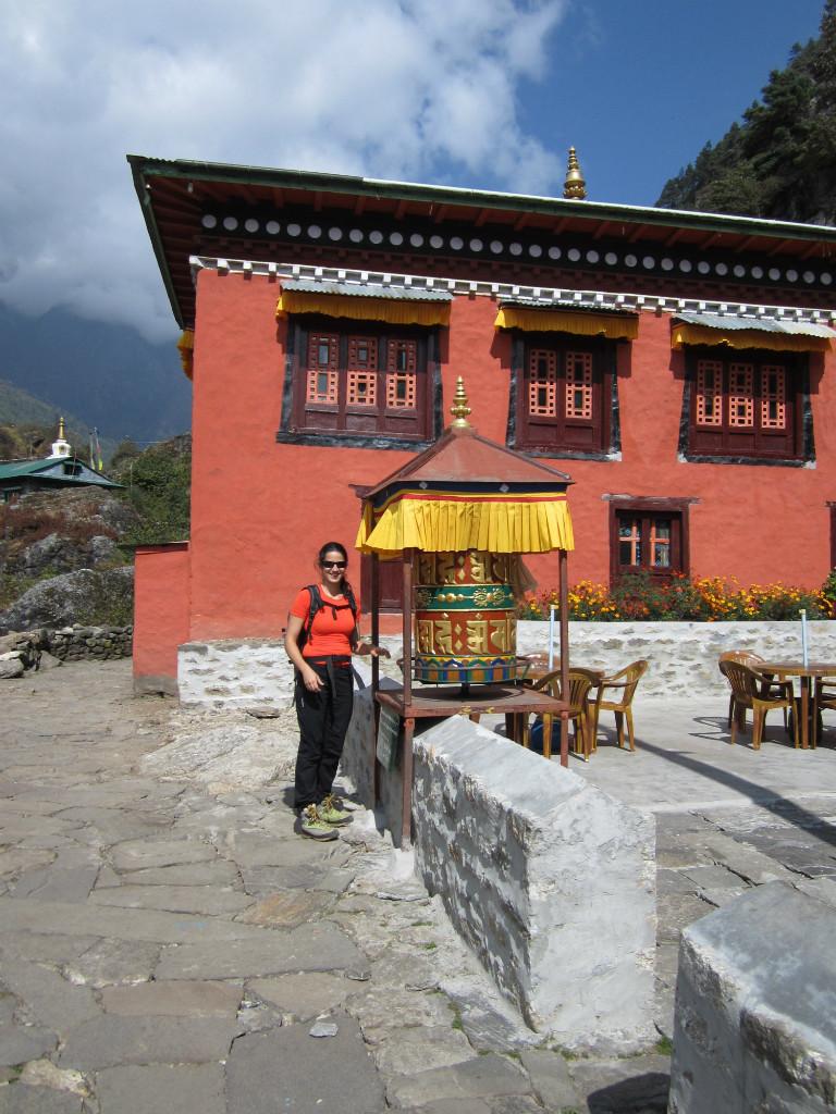 Lavinia sur la route de Phakding