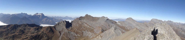 vue du sommet sur les Dents du Midi et la Dent de Morcles