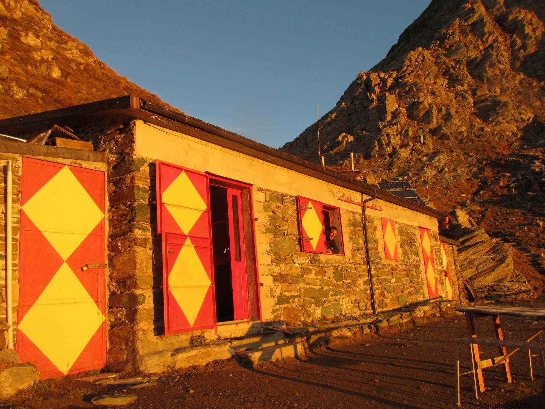 Séminaire d'automne dans le Queyras - Le soleil se lève sur le refuge Nino Soardi