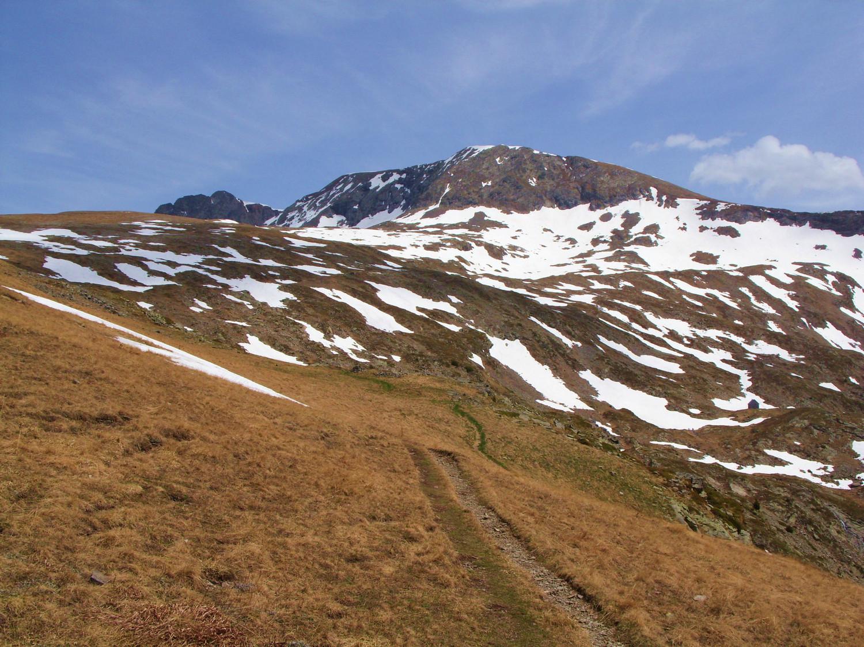 Retour sur le crête de Brouffier, avec le pas de la Mine tout à droite