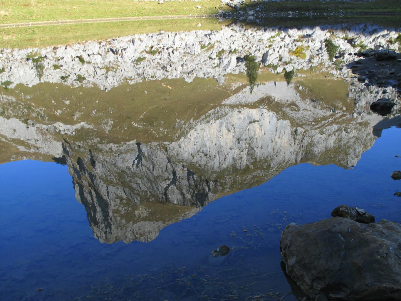 Reflet parfait dans le lac de la Case
