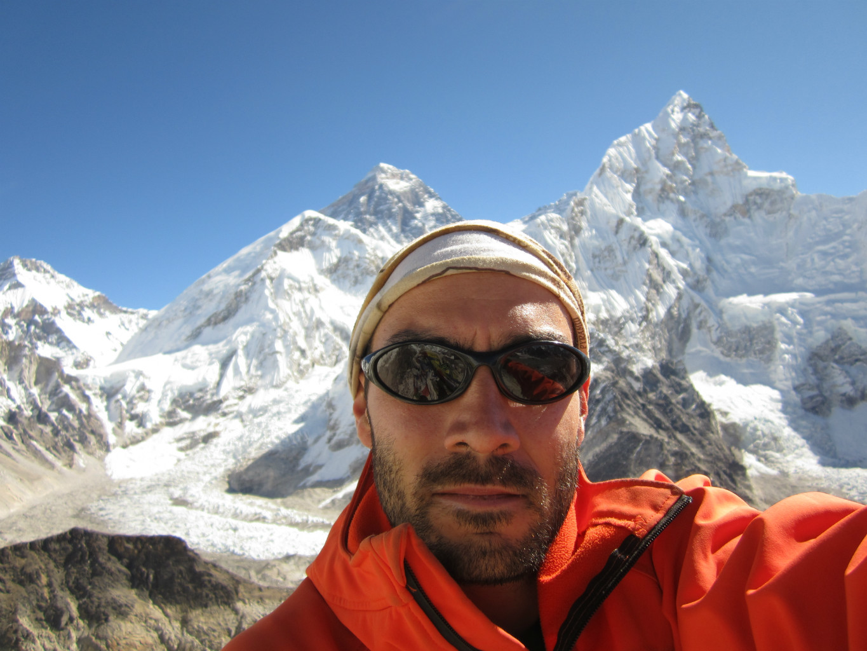 Devant l'Everest