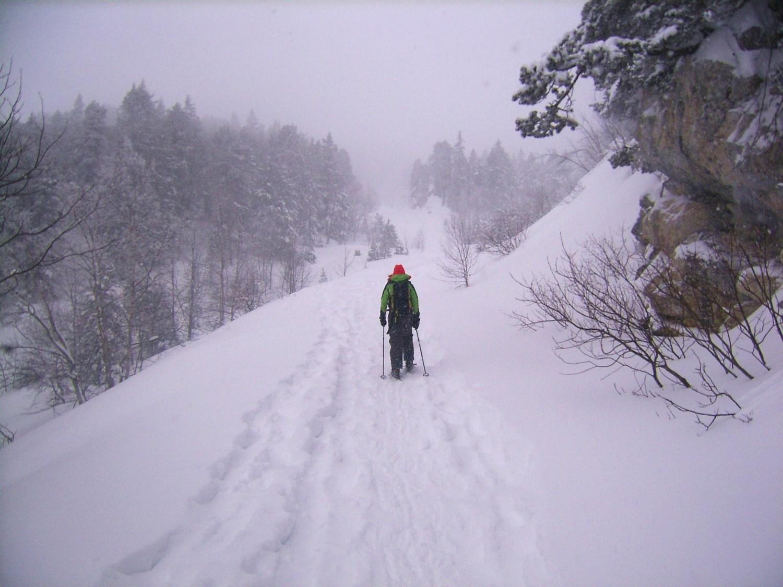 Montée dans la tempête de neige