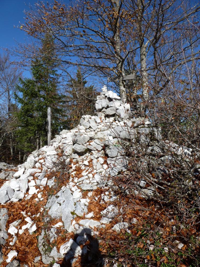 Mt Veyrier le cairn du sommet