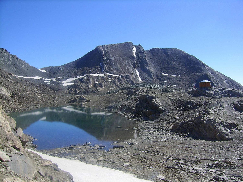 Lac et bivouac de Mongioia, devant le Mont de Salsa