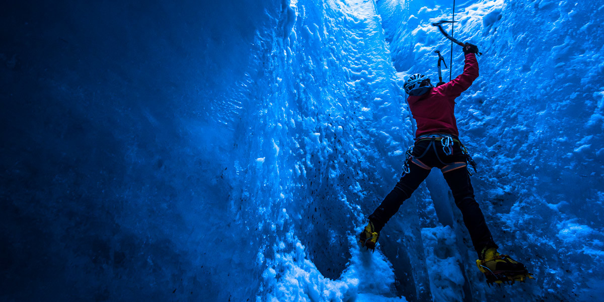 Michka dans un moulin de la mer de glace.
