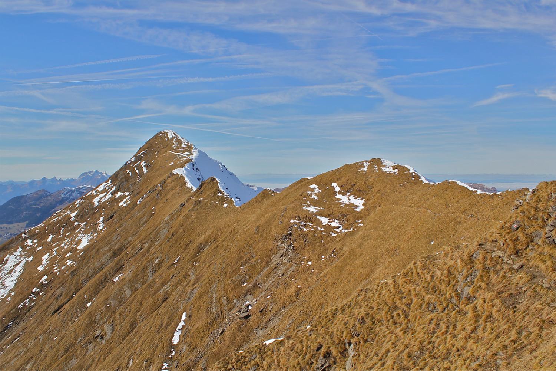 Le sentier le long de la ligne et le déco du Chaussy  juste après le col du point 2308.
