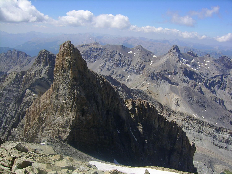 Depuis le sommet, vue sur l'impressionnant pic sud