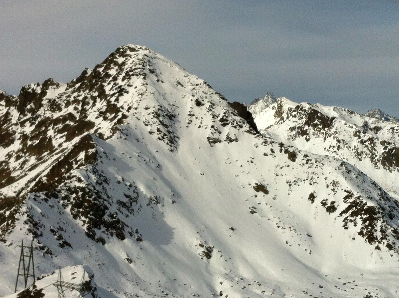 Du sommet, la face E du Mont Mort, skiée le 16 juin dernier..