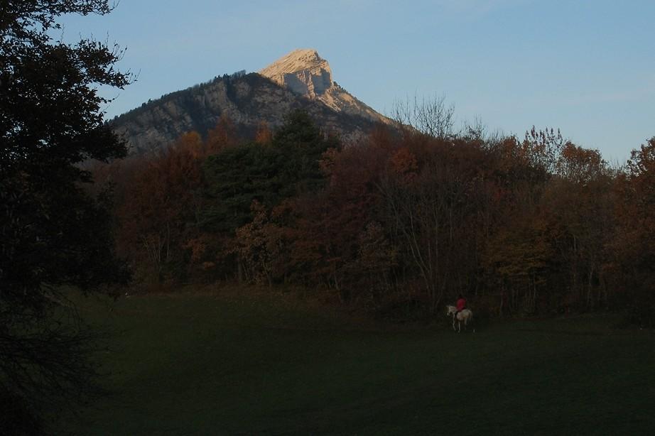 ... avant de gagner le Mont Rachais et de redescendre dans les pâtures...