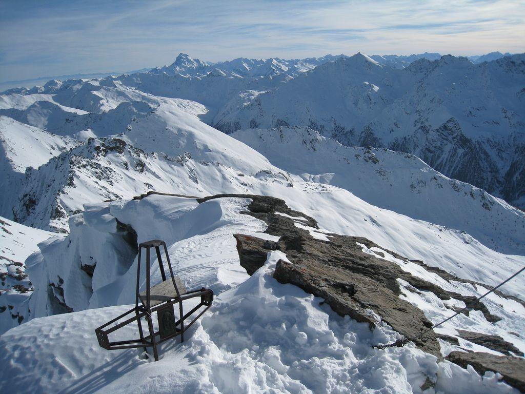 Au sommet de la Punta Rognosa (3280 m), le Viso au loin