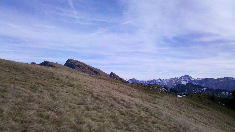 Winterstaude depuis Niedere Höhe. Deux parapentiste viennent d'y décoller.