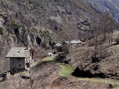 Sylvenoire hameau de départ pour Nomenon, cols de Belleface, du Trayo, Charbonnière  klzzwxh:0000