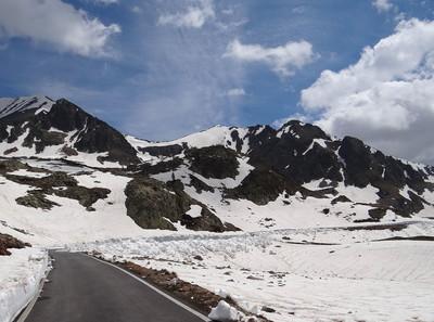 Cime de la Lombarde versant W et cime d'Orgials (à gauche)