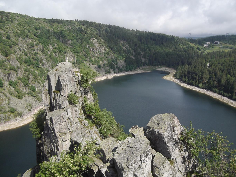 Lac Blanc depuis le Rocher Hans avec la Vierge sur son piton rocheux